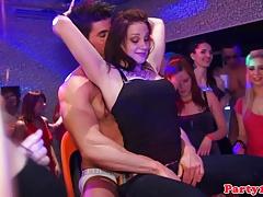 Euro Amateurs Pussyeaten On The Dancefloor