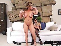 Sexy Venus Lux Fucks Posh Bae