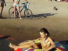 Spy Nude Girl Picked Up By Voyeur Cam At Nude Beach