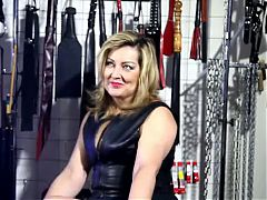 Hot Dirty Talking Older Broad In Leather Smoking 120s
